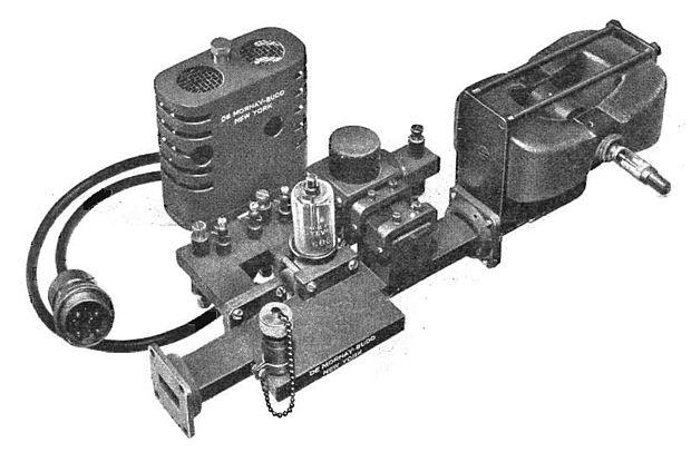 9.375 GHz 20 kW (peak) magnetron assembly for an early commercial airport radar in 1947. In addition to the magnetron (right), it contains a TR (transmit/receive) switch tube and the superheterodyne receiver front end, a 2K25 reflex klystron tube local oscillator and a 1N21 germanium diode mixer. The waveguide aperture (left) is connected to the waveguide going to the antenna. Magnetron radar assembly 1947.jpg
