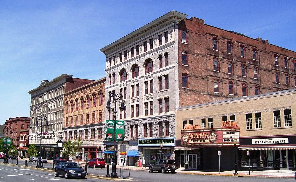 The population density of North Adams in Massachusetts is 256.75 people per square kilometer (665.11 / sq mi)