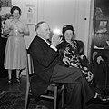 Man en vrouw in feestkleding, zittend, Bestanddeelnr 255-8562.jpg