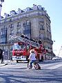 Marathon Paris 2010 Pompiers et tricicle.jpg