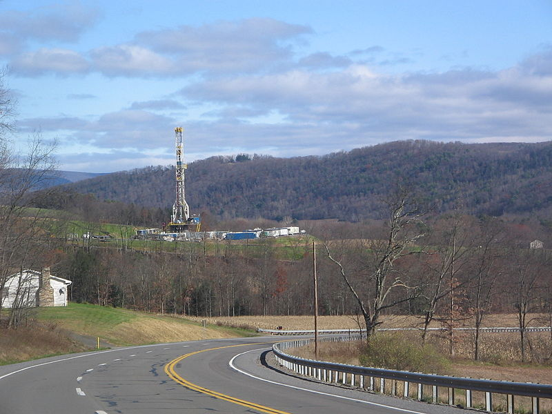 File:Marcellus Shale Gas Drilling Tower 1.jpg