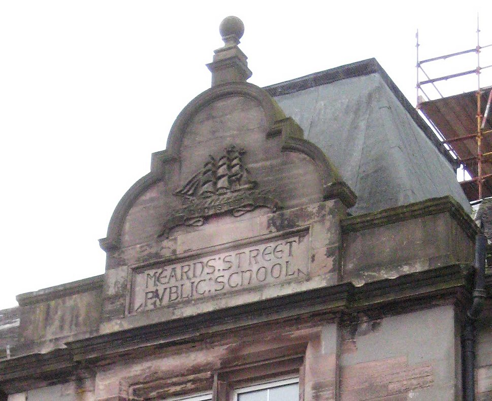 Mearns Street Public School pediment