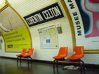 Corentin Celton (Paris Métro) - Image: Metro Paris Ligne 12 Station Corentin Celton Sièges