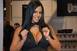 Mikayla Mendez at AVN Adult Entertainment Expo 2009 (5).jpg