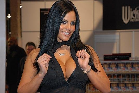 Big-tit tanned brunette Monica Mendez is smoking a cigarette № 602663 без смс