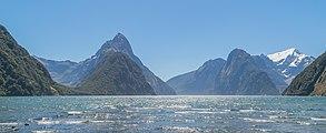 Milford Sound in Fiordland National Park 14.jpg