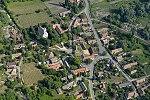 Mindszentkálla község központja a templommal légi felvételen.jpg