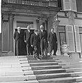 Ministers beëdigd op Paleis Soestdijk v.l.n.r. Samkalden, Smallenbroek, Cals, De, Bestanddeelnr 917-6518.jpg