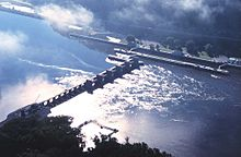 Mississippi River Lock and Dam number 9.jpg