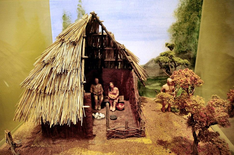 Mississippian-culture-house-model-tn1