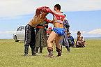 Mongolskie zapasy na lokalnym festiwalu Naadam (09).jpg
