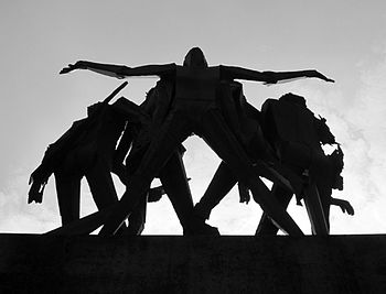 Monumento alla Resistenza BW.JPG