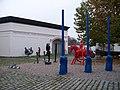 Museum Kampa, plastiky před budovou.jpg