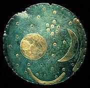 El disco celeste de Nebra, descubierto en Alemania es la representación más antigua que se conoce de la bóveda celeste.