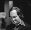 Neil Sedaka - TopPop 1974 2.png