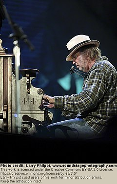 Neil Young 2010.jpg