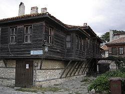 http://upload.wikimedia.org/wikipedia/commons/thumb/7/7b/Nesebar_-_Wooden_Houses.jpg/250px-Nesebar_-_Wooden_Houses.jpg