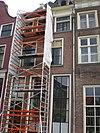 foto van Onderkelderd huis met geverfde lijstgevel