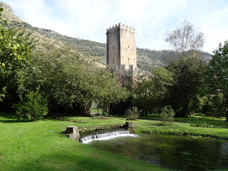 File:Ninfa Garden,tower and fall.JPG