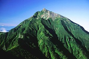 https://upload.wikimedia.org/wikipedia/commons/thumb/7/7b/Nipesotsuyama_from_Tengudake_2005-8-17.jpg/300px-Nipesotsuyama_from_Tengudake_2005-8-17.jpg