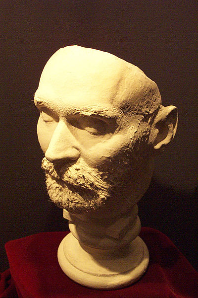 پرونده:Nobel's death mask.jpg