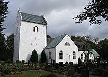 Norra Vrams kyrka i september 2012.jpg