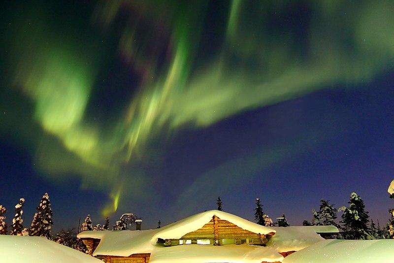 Ficheiro:Northern lights in Ruka, Finland.jpg
