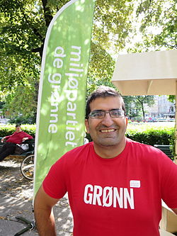 Norwegian politician Shoaib Sultan during election campaign in Oslo, high view.JPG