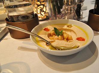 Qatari cuisine - Hummus