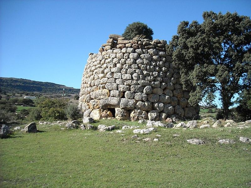 File:Nuraghe corvos - panoramio.jpg