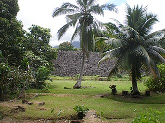Ulupo Heiau State Historic Site - Image: Oahu Kailua Ulupoheiau gardenview of platform