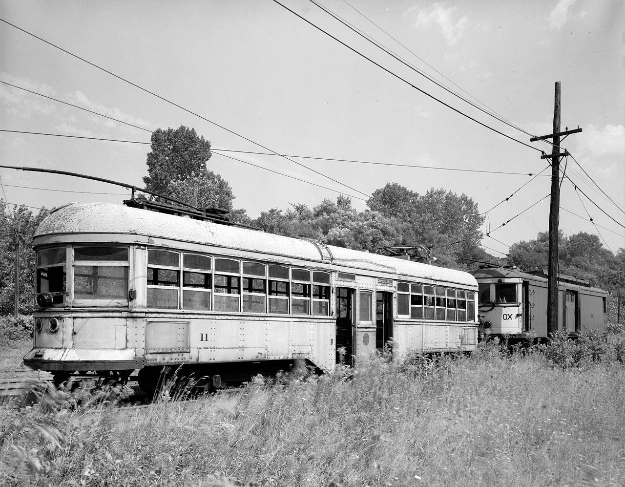 Trolley Car: File:Old Trolley Cars.jpg