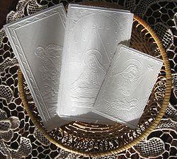 http://upload.wikimedia.org/wikipedia/commons/thumb/7/7b/Oplatki.w.koszyczku.jpg/250px-Oplatki.w.koszyczku.jpg