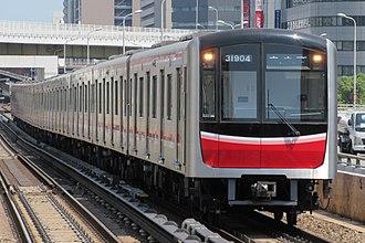 Midōsuji Line - Image: Osaka Subway 31904 at Nishinakajima Minamigata Station