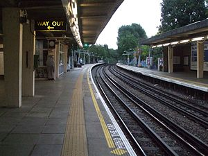Osterley tube station - Image: Osterley station look east