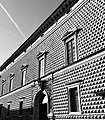 Palazzo dei Diamanti - Entrata BN.jpg