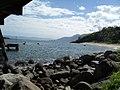Pedras na praia da Feiticeira - panoramio.jpg