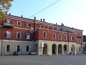 Peschiera del Garda railway station - Image: Peschiera del Garda staz ferr lato strada