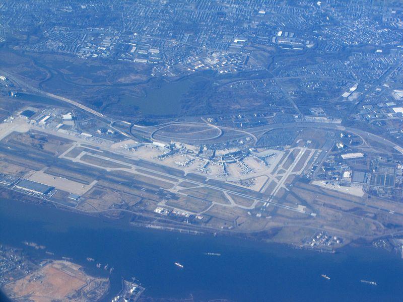 Philadelphia International Airport (6802897787).jpg