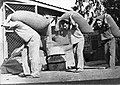 PikiWiki Israel 418 Kibutz Gan-Shmuel bs6- 7 גן-שמואל-העמסת שקי תבואה 1940-50.jpg