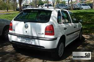 English: Brazilian 2003 Volkswagen Gol 1.6 total Flex, the first modern flexible-fuel automobile commercially available, capable of running on any blend of E20 gasohol and pure hydrous ethanol (E100)..