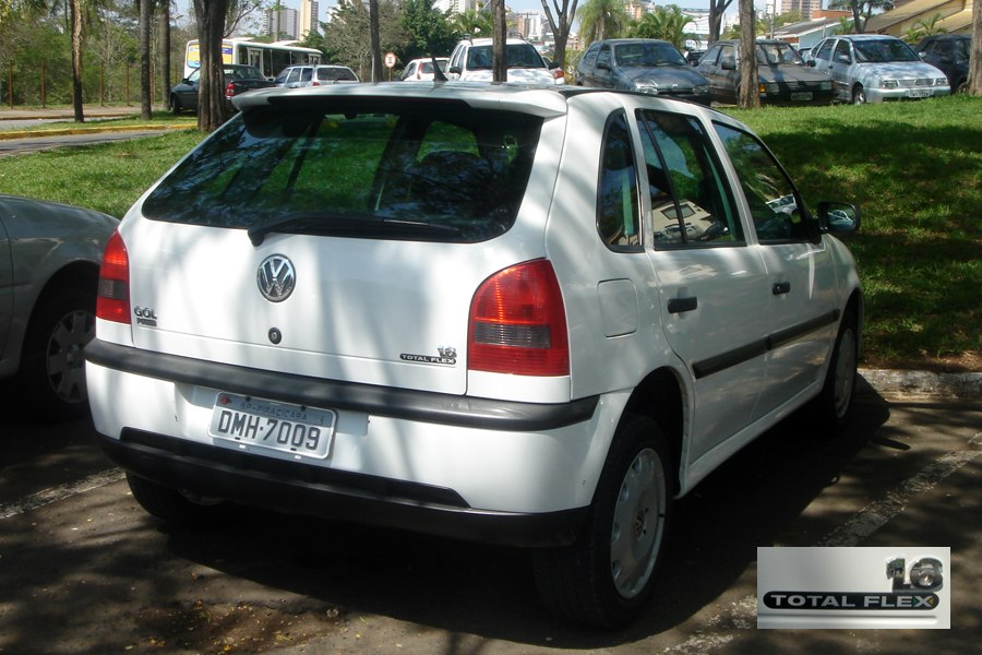 Piracicaba 10 2008 29 VW Gol Total Flex 2003 with logo