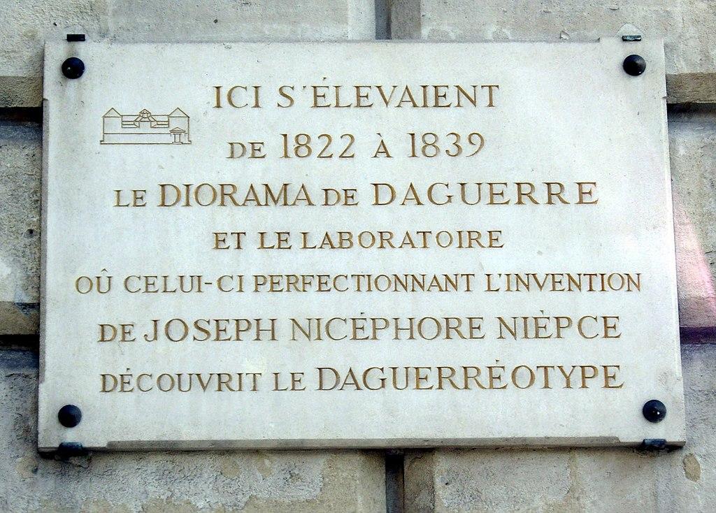 Fichier plaque diorama de louis daguerre rue l on jouhaux - Au salon rue daguerre ...
