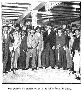 Anglo-Argentine Tramways Company - Image: Plaza Mayo en pruebas 1913