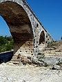 Pont Julien, pile.jpg