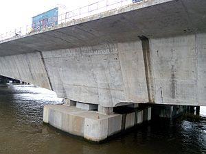 Pont sur le Wouri(en construction) 02