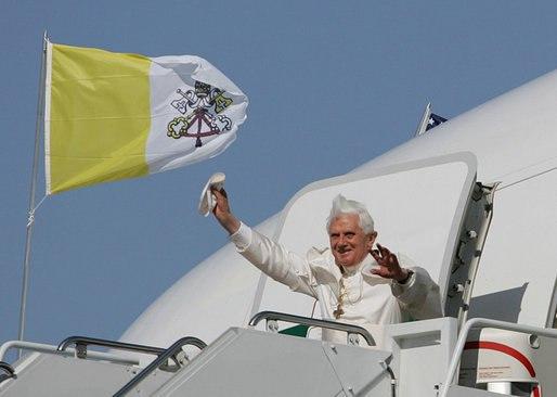 Pope Benedict XVI waves from plane 2008