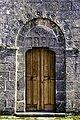 Portal oeste da igrexa de San Pedro de Mandrás.jpg