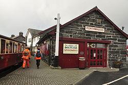 Porthmadog Harbour railway station (8123).jpg
