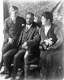 220px President Mario Menocal with his wife and son